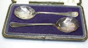 Pair of silver fruit servers by Cooper Brothers & Sons, Sheffield 1919