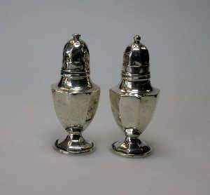 Small pair of Edwardian silver pepper castors, Birmingham 1901