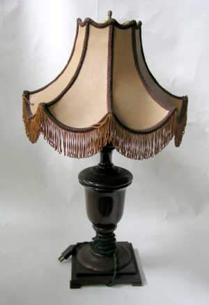 Edwardian turned mahogany table lamp