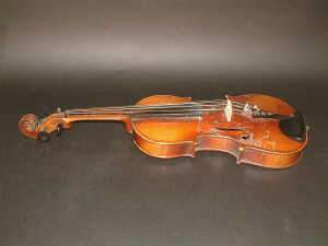 C20TH CZECHOSLOVAKIAN VIOLIN