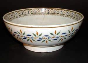 LATE 18TH-CENTURY ENGLISH PEARLWARE BOWL