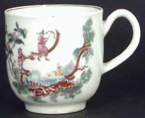 Early Worcester polychrome Tea Cup decorated 'Les