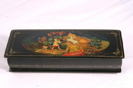 A Russian lacquered trinket box by the Mstera factory
