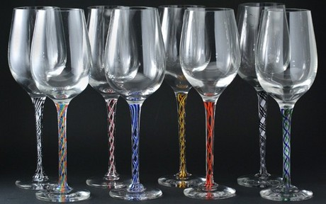 SET OF EIGHT STEVEN BRADLEY CRYSTAL WINE GLASSES WITH MULTI COLOUR TWIST STEMS