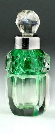 GRADUATED GREEN CUT CRYSTAL SCENT PERFUME SMELLING SALTS BOTTLE, SILVER COLLAR